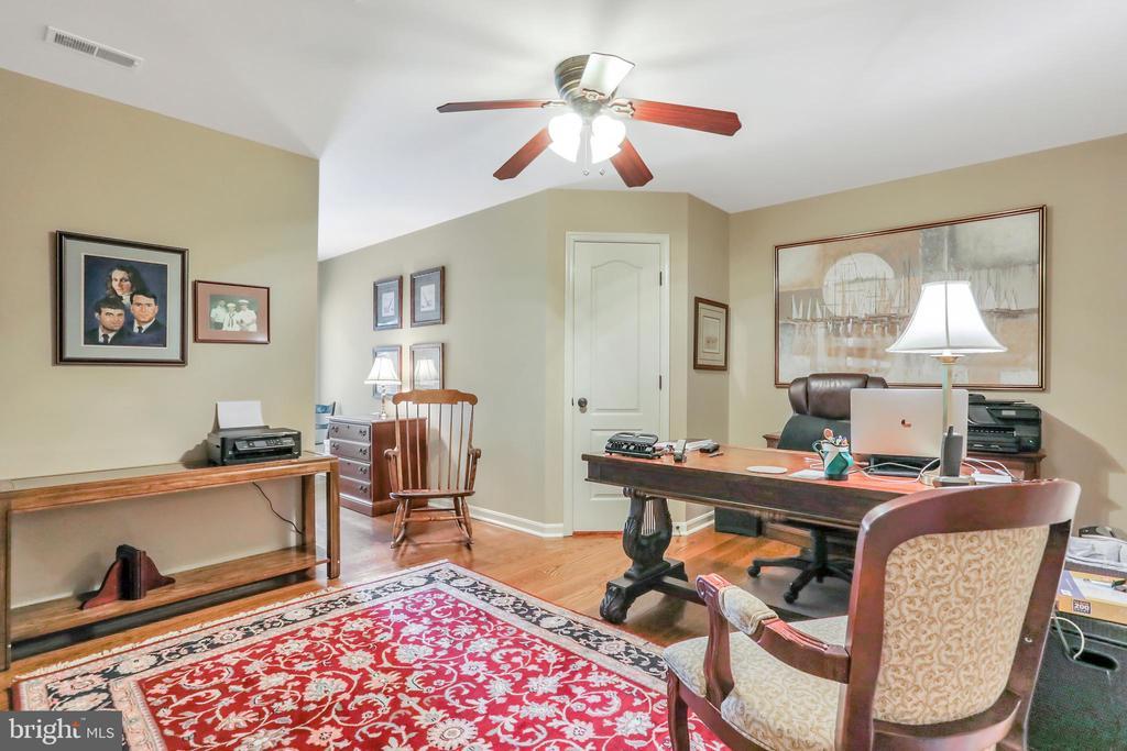Bedroom /office with hardwood floors - 92 EARLE RD, CHARLES TOWN