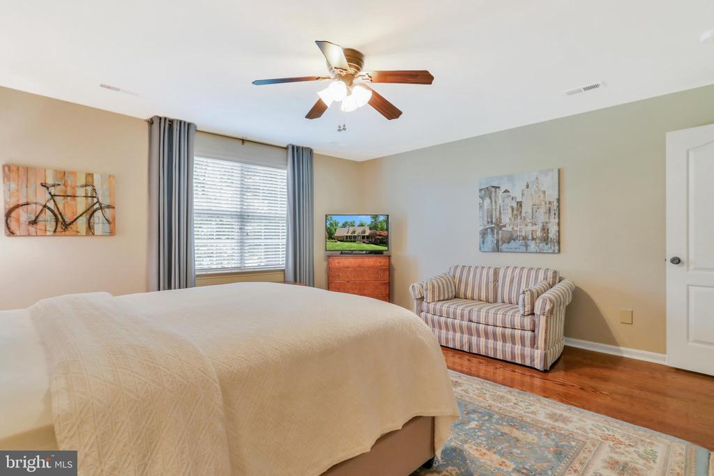 Upper level bedroom with ceiling fan/light - 92 EARLE RD, CHARLES TOWN