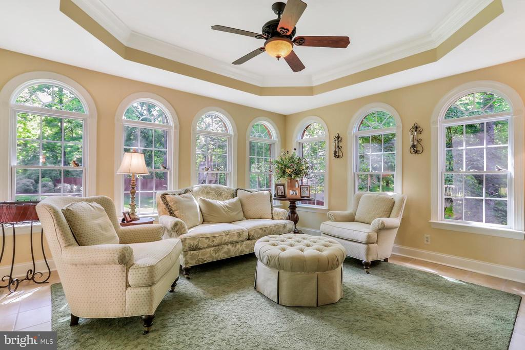 Sunroom with tray ceiling - 92 EARLE RD, CHARLES TOWN