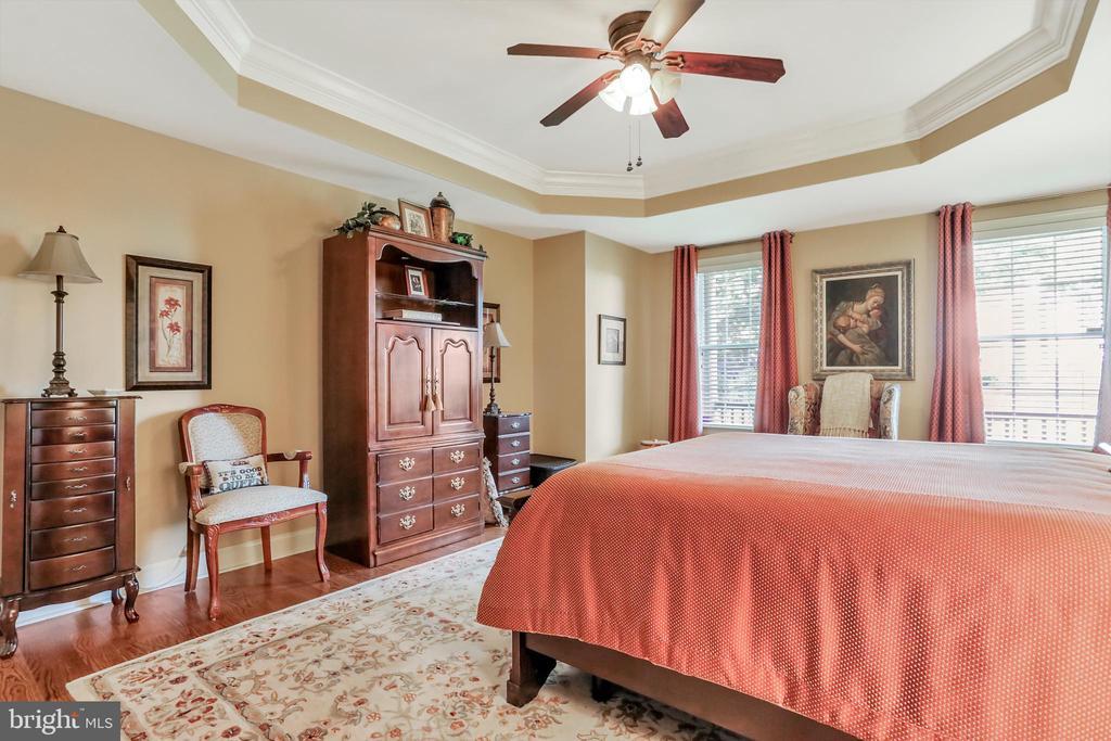 Master Bedroom with Wide Plank Hardwood Floor - 92 EARLE RD, CHARLES TOWN