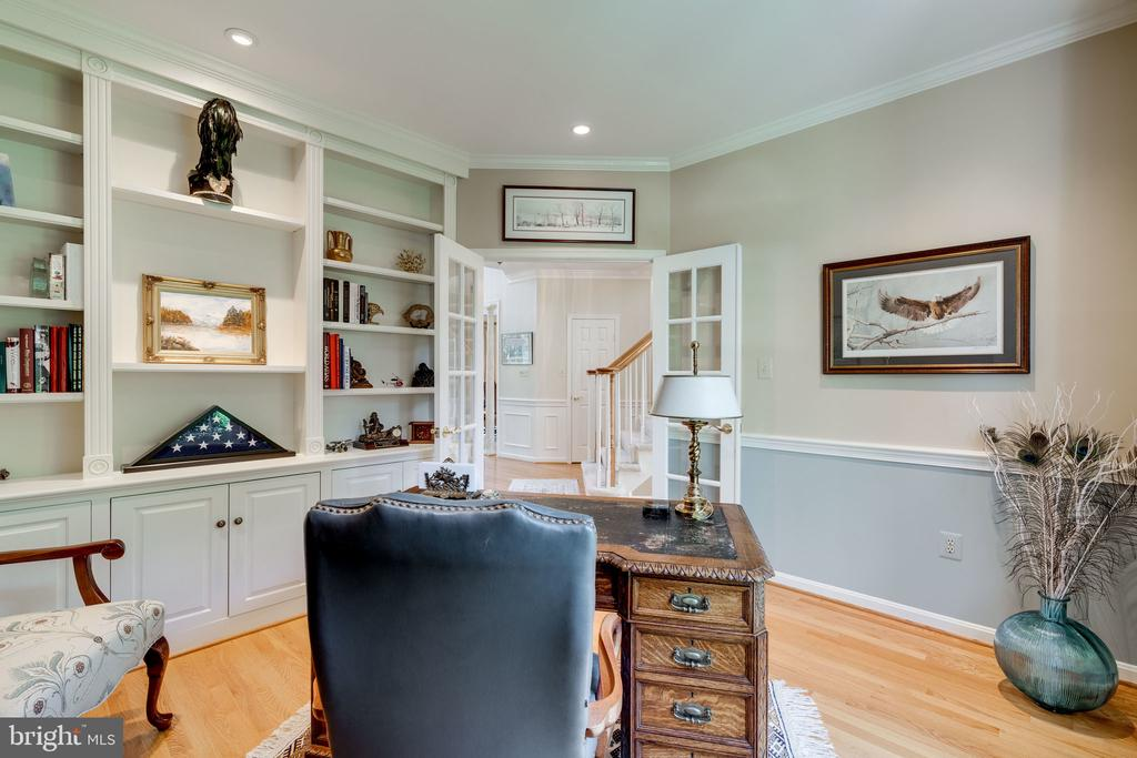 Study/Den/Office with Built in Bookcase - 8523 SILVERVIEW DR, LORTON