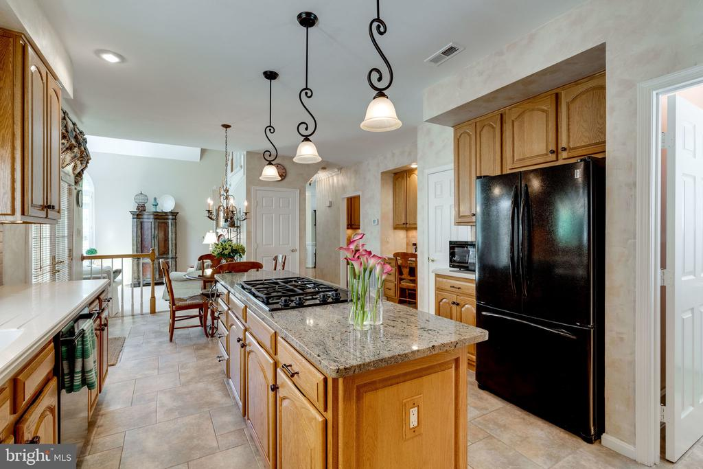 Open Kitchen - 8523 SILVERVIEW DR, LORTON