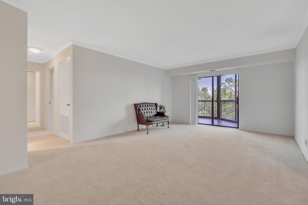 Living room with views from the balcony - 5903 MOUNT EAGLE DR #610, ALEXANDRIA