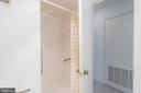 Stand up shower with grip bars - 5903 MOUNT EAGLE DR #610, ALEXANDRIA