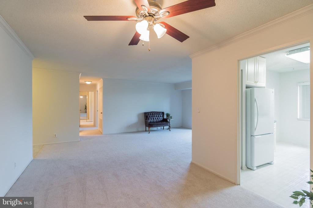 Wonderful space for entertaining! - 5903 MOUNT EAGLE DR #610, ALEXANDRIA