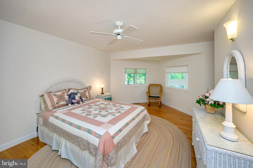 Upper Level En Suite Bedroom - 124 BIRCHSIDE CIR, LOCUST GROVE