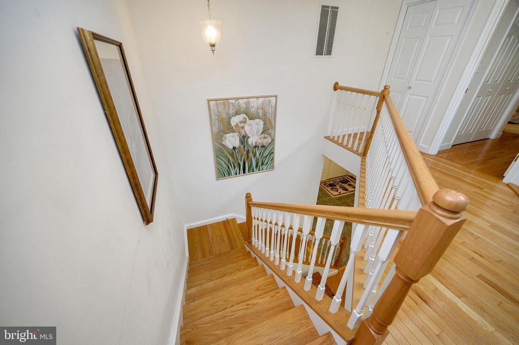 Wood floored Split Landing Stairwell - 124 BIRCHSIDE CIR, LOCUST GROVE