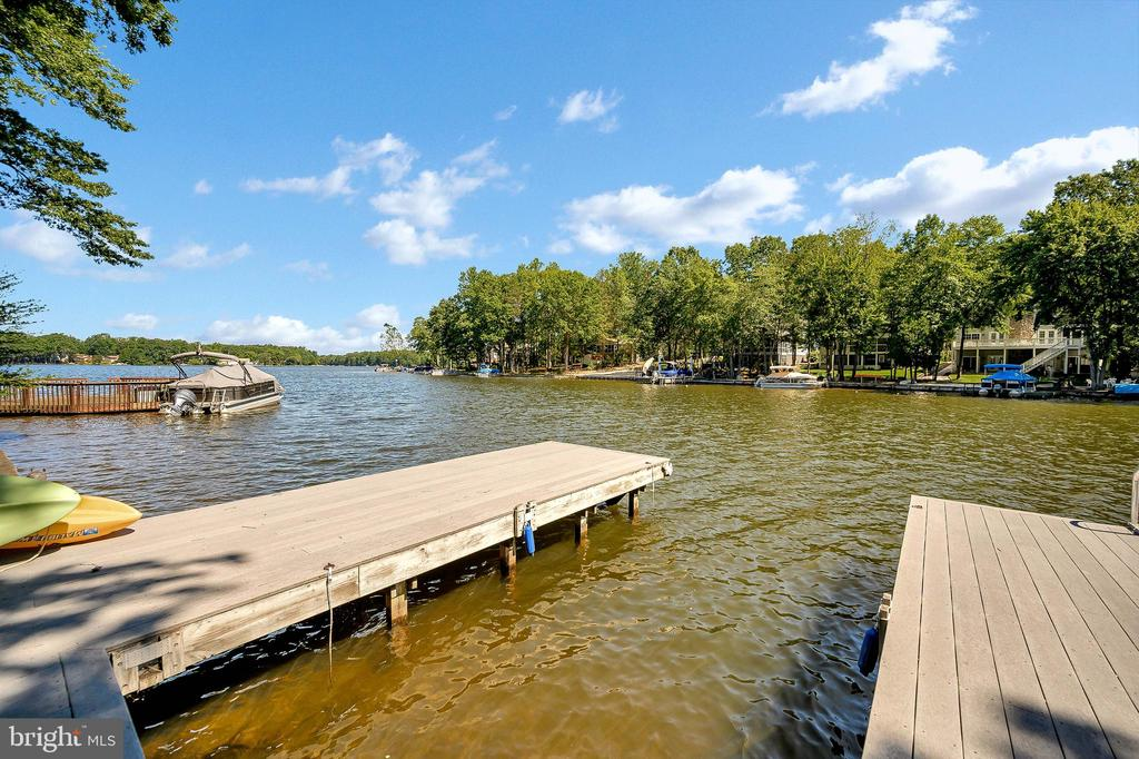 Room for multiple boats & Swimming - 124 BIRCHSIDE CIR, LOCUST GROVE