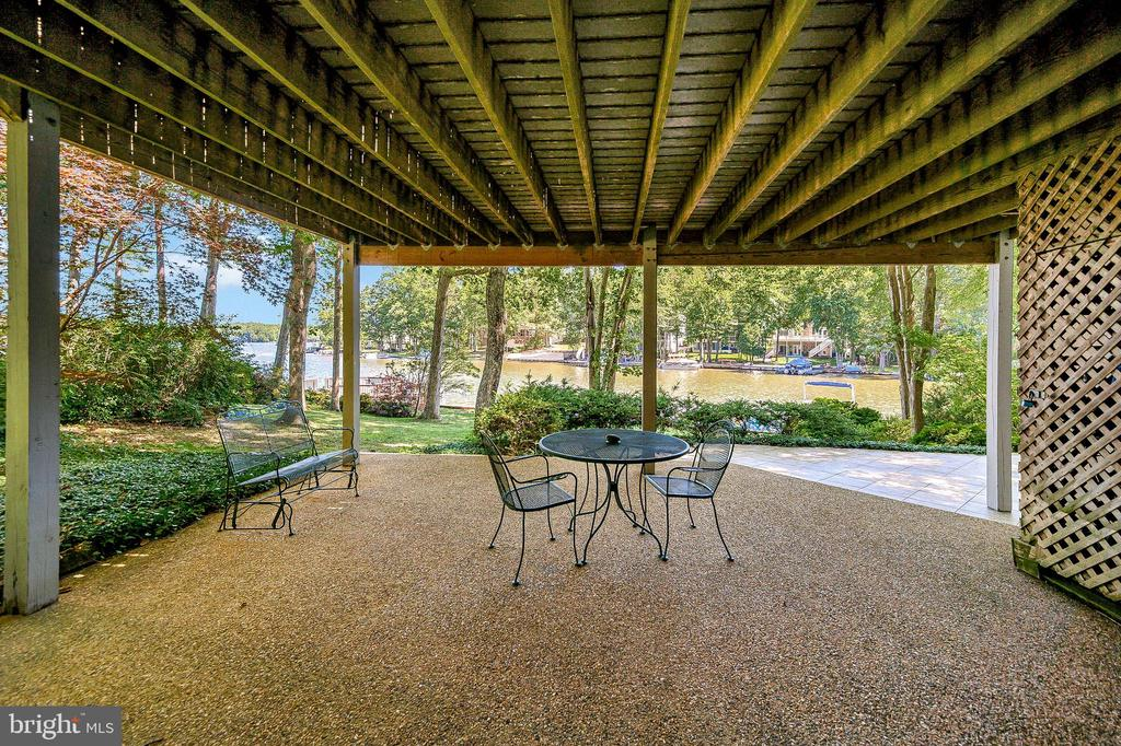 Step out from Family Room onto aggregate Patio - 124 BIRCHSIDE CIR, LOCUST GROVE