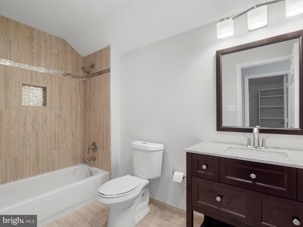 3rd Level Full Bathroom - 13716 SAFE HARBOR CT, ROCKVILLE