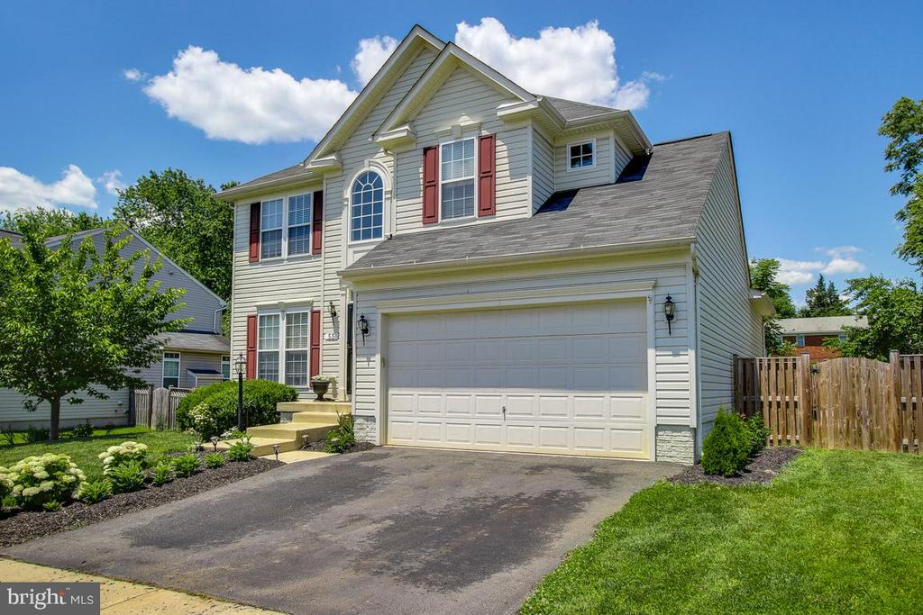 What a gorgeous home! - 55 POTTERFIELD DR, LOVETTSVILLE