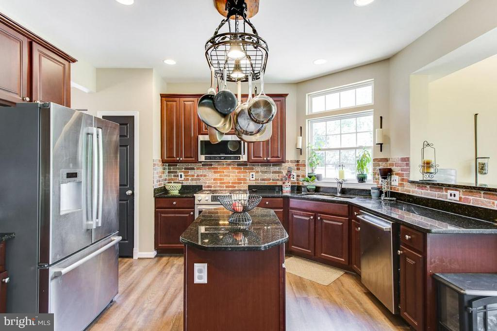 Now that is a great kitchen! - 55 POTTERFIELD DR, LOVETTSVILLE