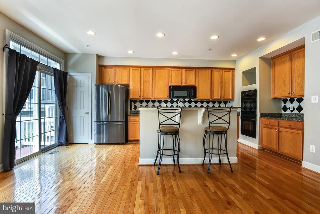 Open Floor Plan and Gourmet Kitchen - 1216 GAITHER RD, ROCKVILLE