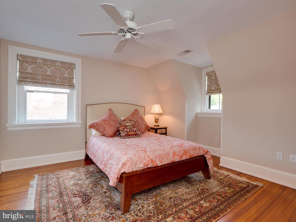 Front Bedroom on Third Floor - 712 E CAPITOL ST NE, WASHINGTON