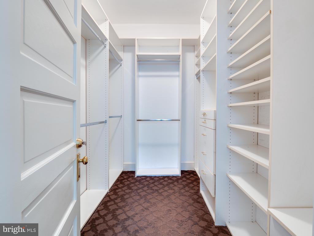 Walk-in Closet - 712 E CAPITOL ST NE, WASHINGTON