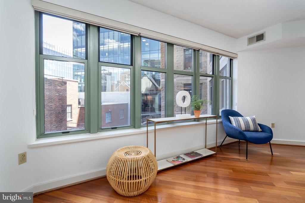 Wall of windows lets in natural light - 1150 K ST NW #411, WASHINGTON