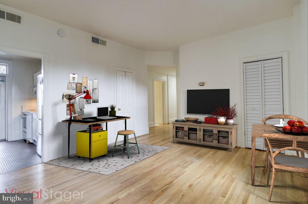 Large living area has a wal-in  california closet - 2153 CALIFORNIA ST NW #306, WASHINGTON