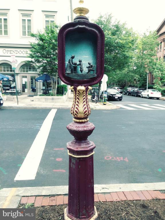 Historic street light - 2153 CALIFORNIA ST NW #306, WASHINGTON