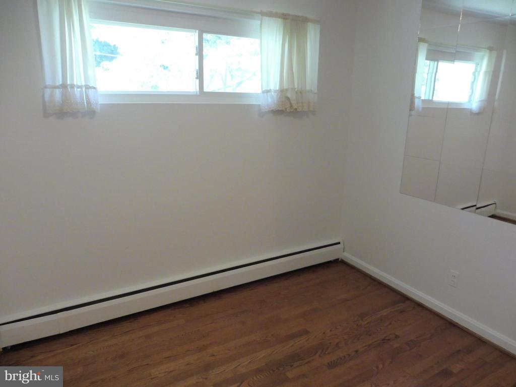 Bedroom #1 - 5825 BROOKVIEW DR, ALEXANDRIA