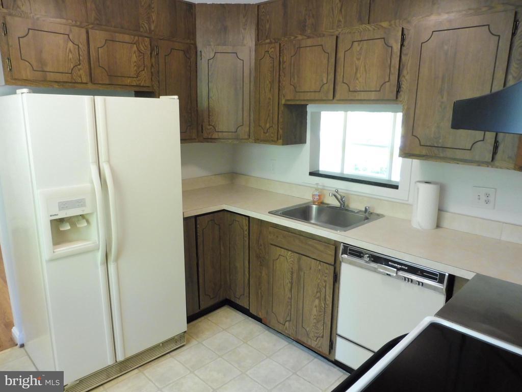 Kitchen - 5825 BROOKVIEW DR, ALEXANDRIA