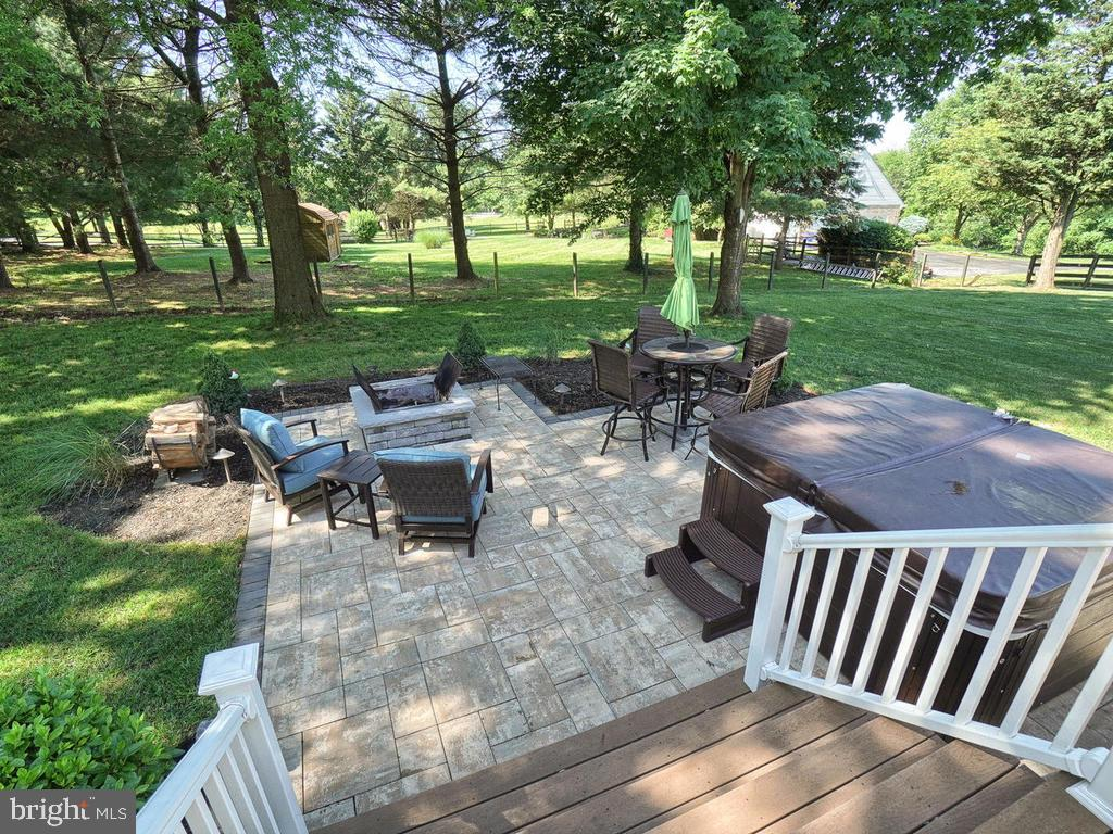 Large paver patio - 11701 FAIRMONT PL, IJAMSVILLE