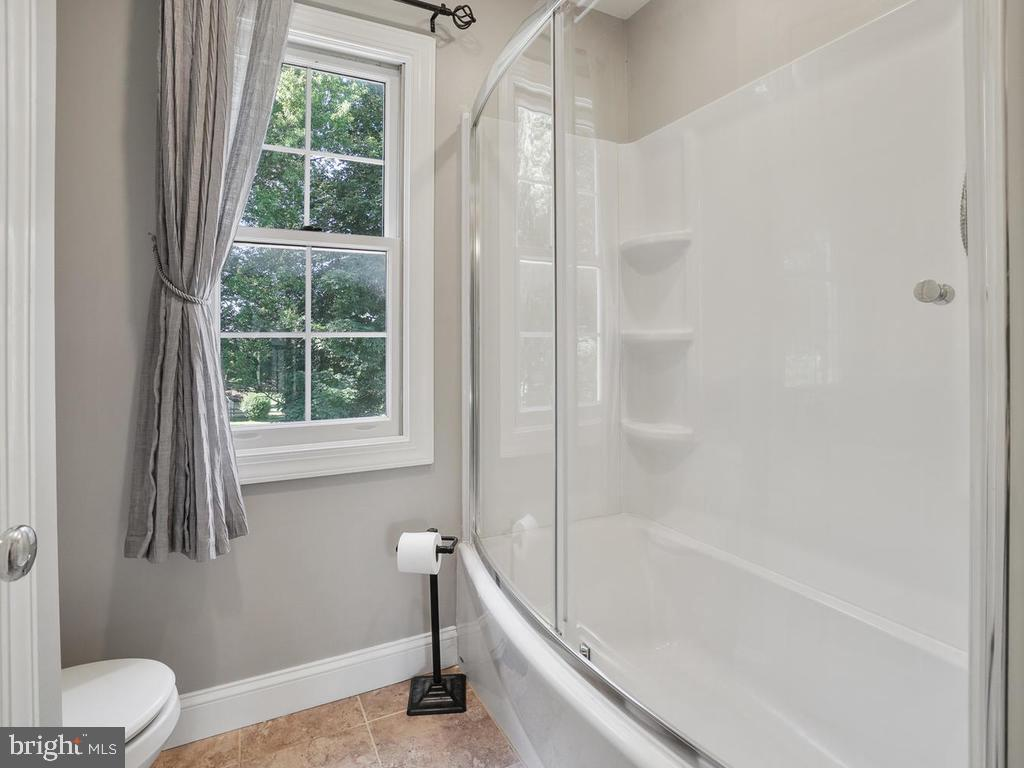 Hall bath - 11701 FAIRMONT PL, IJAMSVILLE