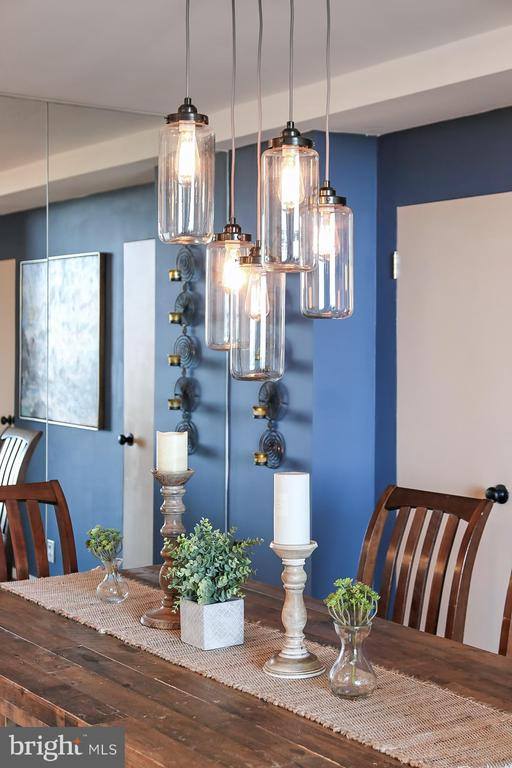 Modern Retro Edison Bulb Chandelier Light Fixture - 1200 N NASH ST #1148, ARLINGTON