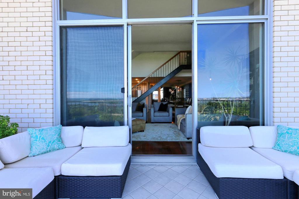 Relax and Watch The World Go By From Your Balcony - 1200 N NASH ST #1148, ARLINGTON