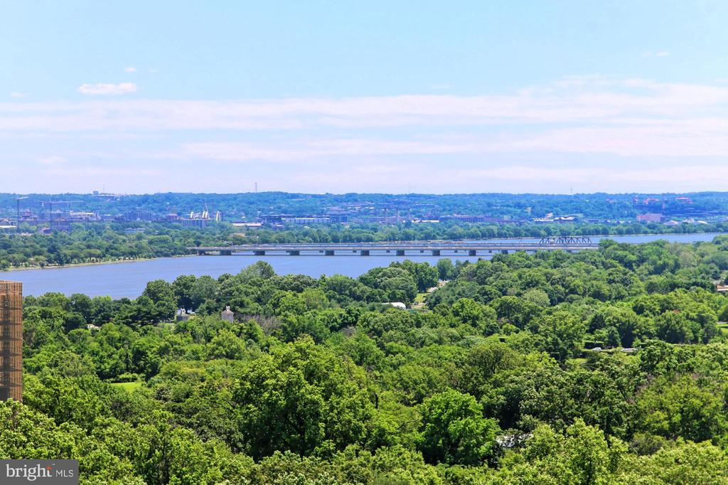 Enjoy Panoramic Vista of the Potomac River Valley - 1200 N NASH ST #1148, ARLINGTON