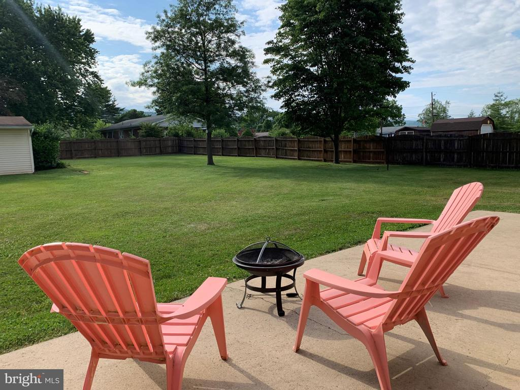 Nice patio space to ease back and relax - 11504 HESSONG BRIDGE RD, THURMONT