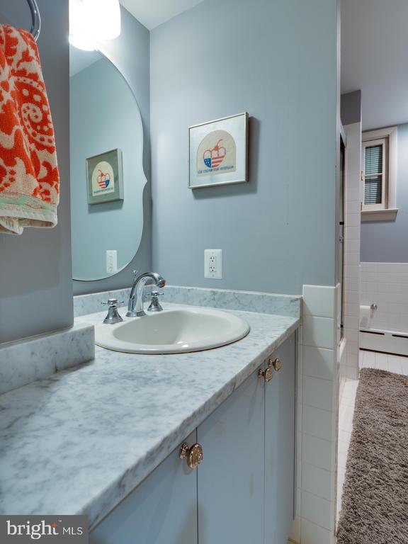 In-law Suite Bathroom - 712 E CAPITOL ST NE, WASHINGTON