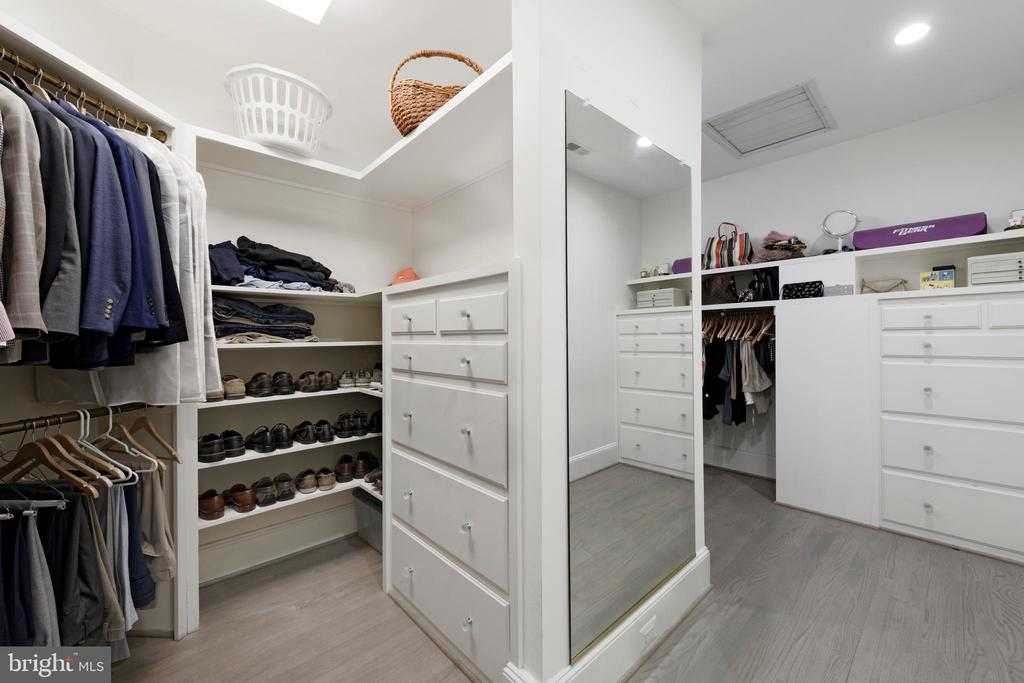 Walk In Closet - 40850 ROBIN CIR, LEESBURG
