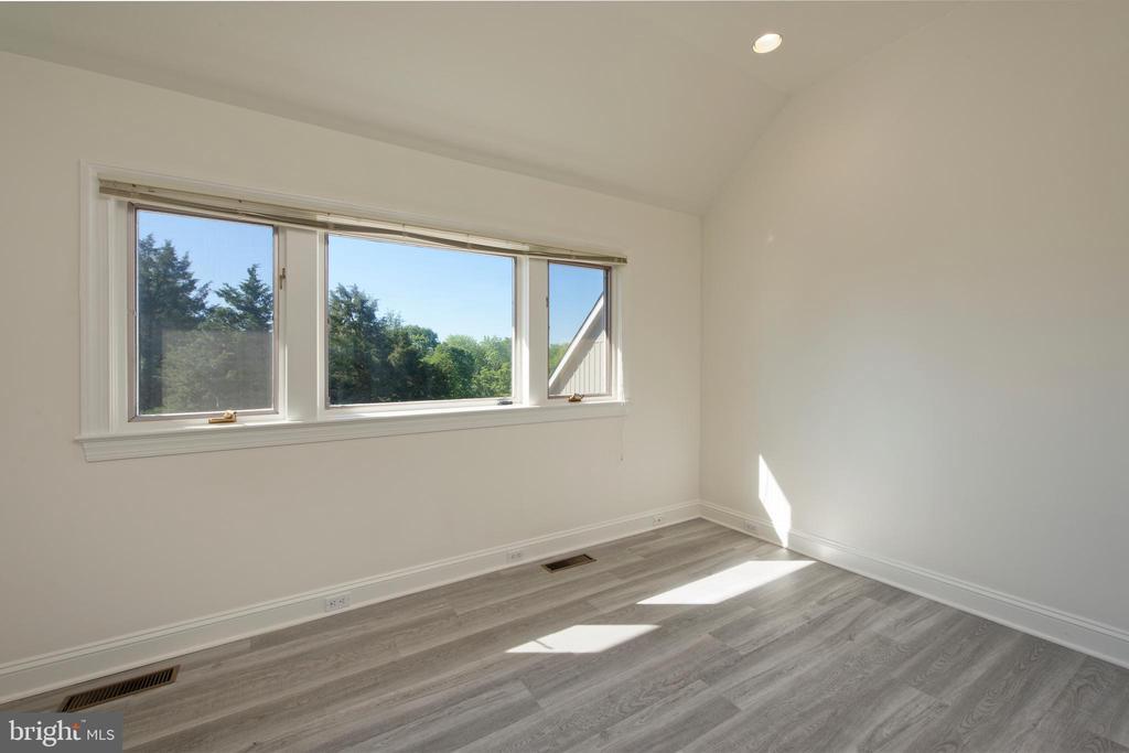 Guest Cottage Bedroom - 40850 ROBIN CIR, LEESBURG