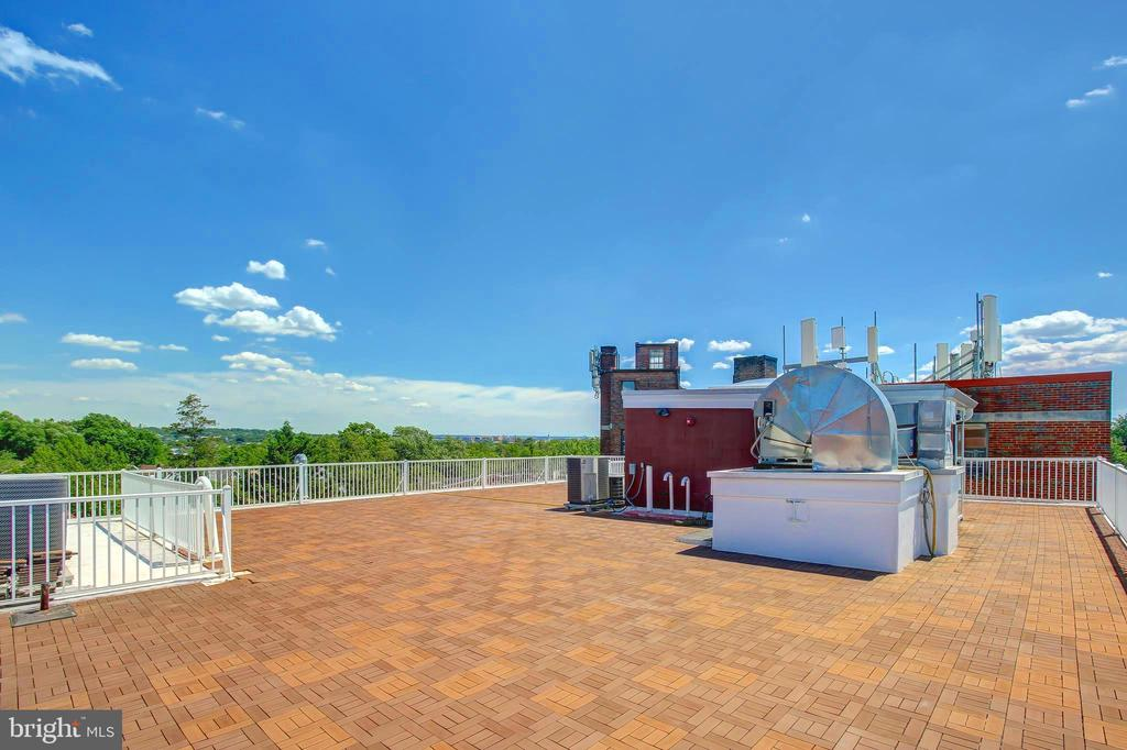 Private 2700 sq. ft. Rooftop Deck - 5511 COLORADO AVE NW #501, WASHINGTON
