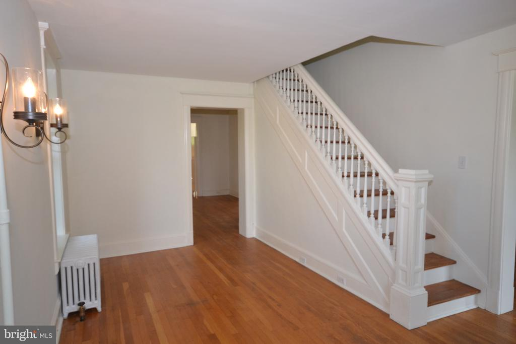 Sitting Room / Parlor - 11 E MAIN ST, MIDDLETOWN