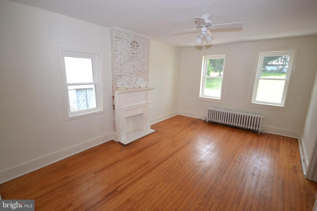 2nd home living area or Study - 11 E MAIN ST, MIDDLETOWN