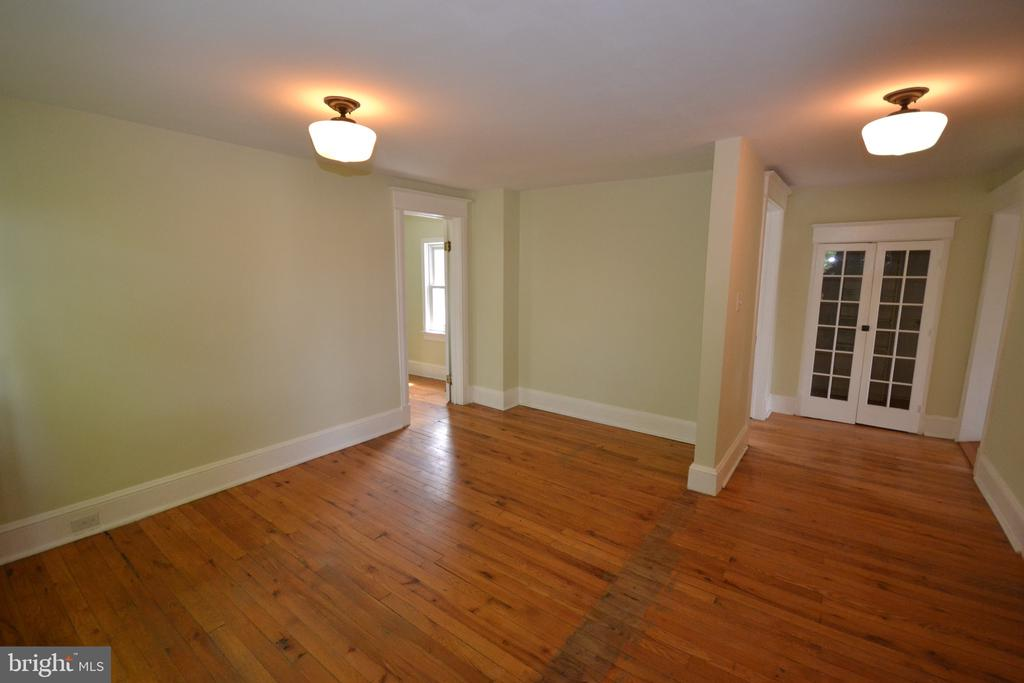 Sitting Area or 4th Bedroom Main House - 11 E MAIN ST, MIDDLETOWN