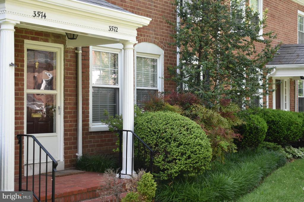 Front Porch L/H Side - 3572 S STAFFORD ST, ARLINGTON