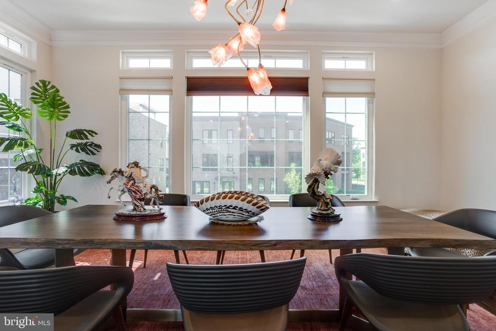 2nd Upper Level ~ Dining (Chandelier not convey) - 23109 COTTONWILLOW SQ, BRAMBLETON