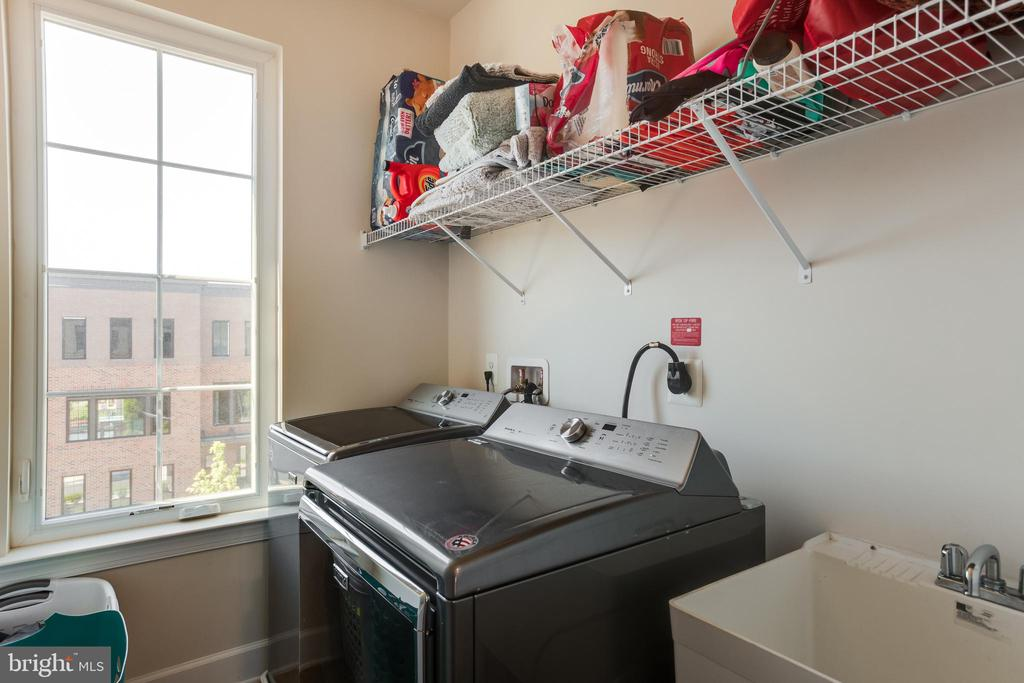 Upper 3rd Level ~ Laundry Room - 23109 COTTONWILLOW SQ, BRAMBLETON