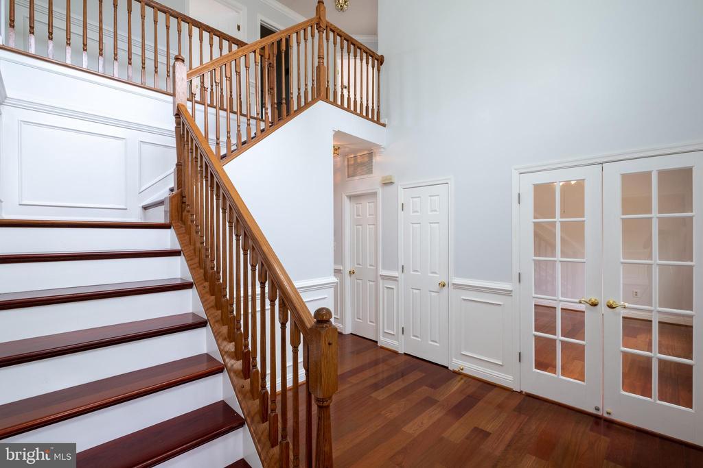 Two Story foyer - 206 PRIMROSE CT SW, LEESBURG