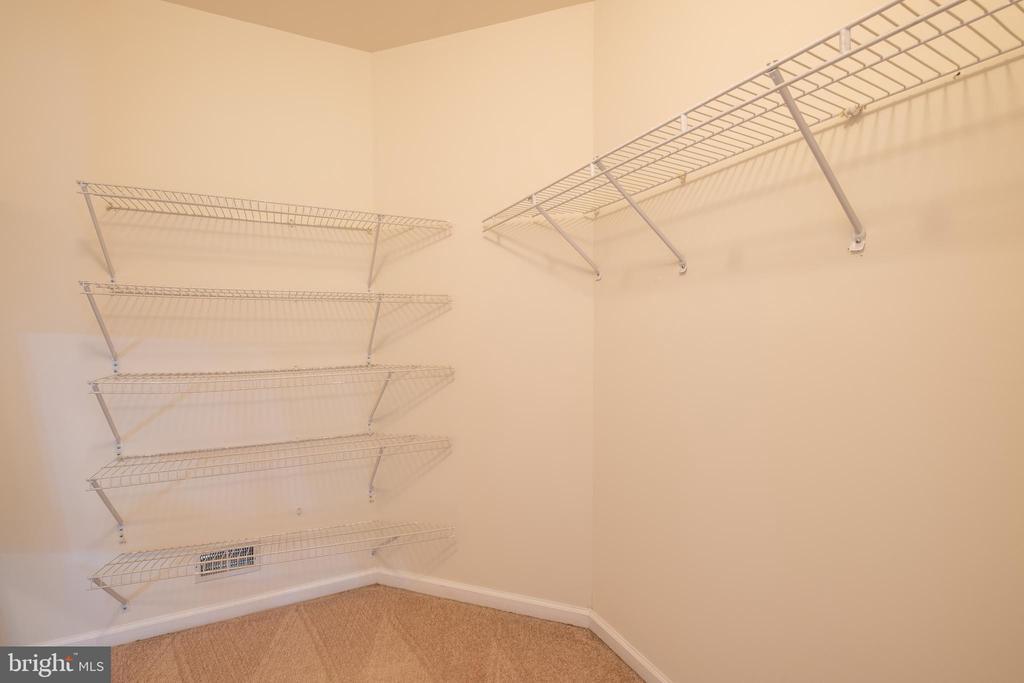 Walk in Closet - 206 PRIMROSE CT SW, LEESBURG