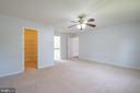 Master bedroom w/ walk in closet - 206 PRIMROSE CT SW, LEESBURG