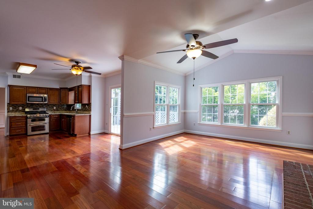 Family Room, so much space! - 206 PRIMROSE CT SW, LEESBURG