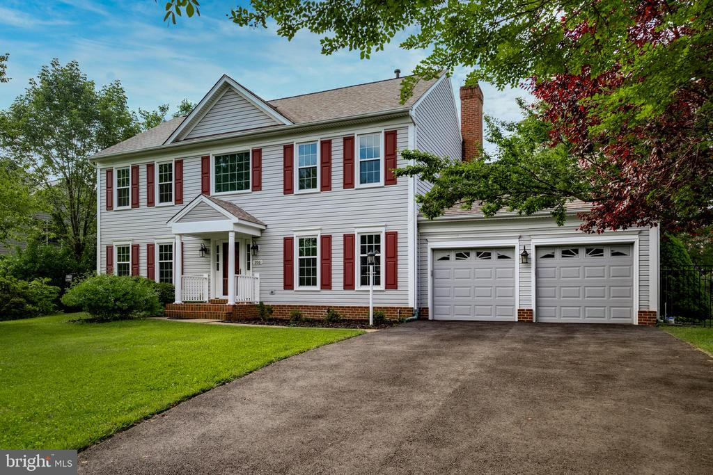 Classic Colonial style - 206 PRIMROSE CT SW, LEESBURG