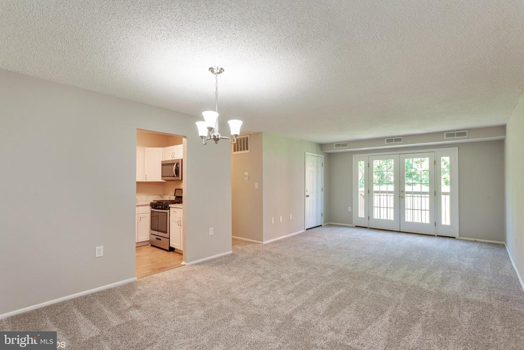 Living room/Dining room combo - 3813 SWANN RD #1, SUITLAND