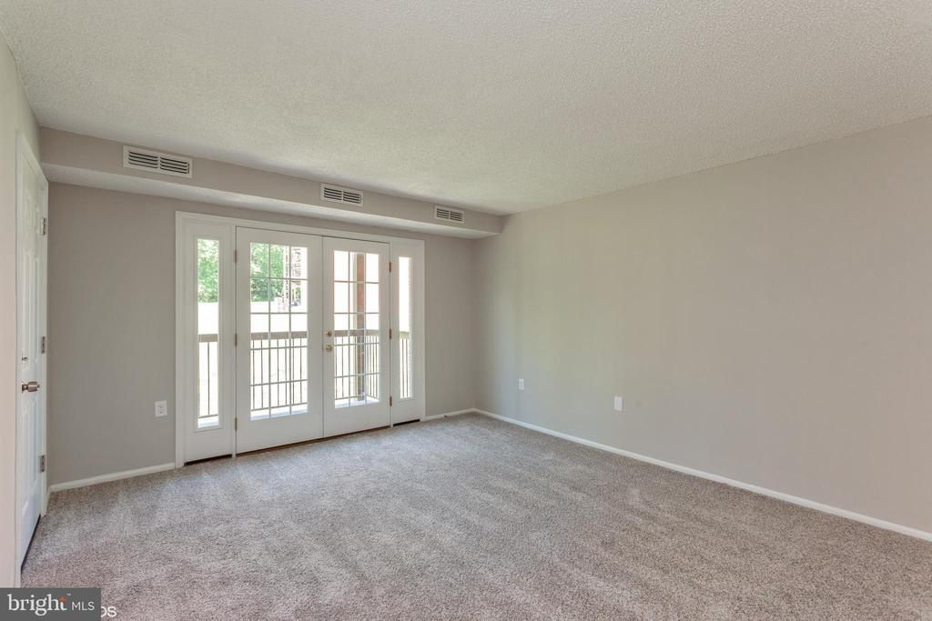 living room view 2 - 3813 SWANN RD #1, SUITLAND