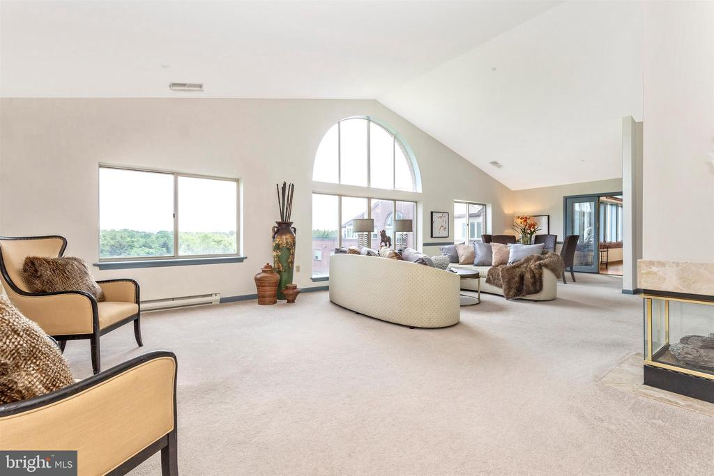 Large great room - 102 MERCER CT #25  6, FREDERICK