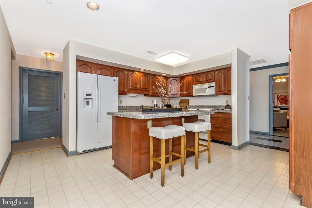 Kitchen with granite tops - 102 MERCER CT #25  6, FREDERICK