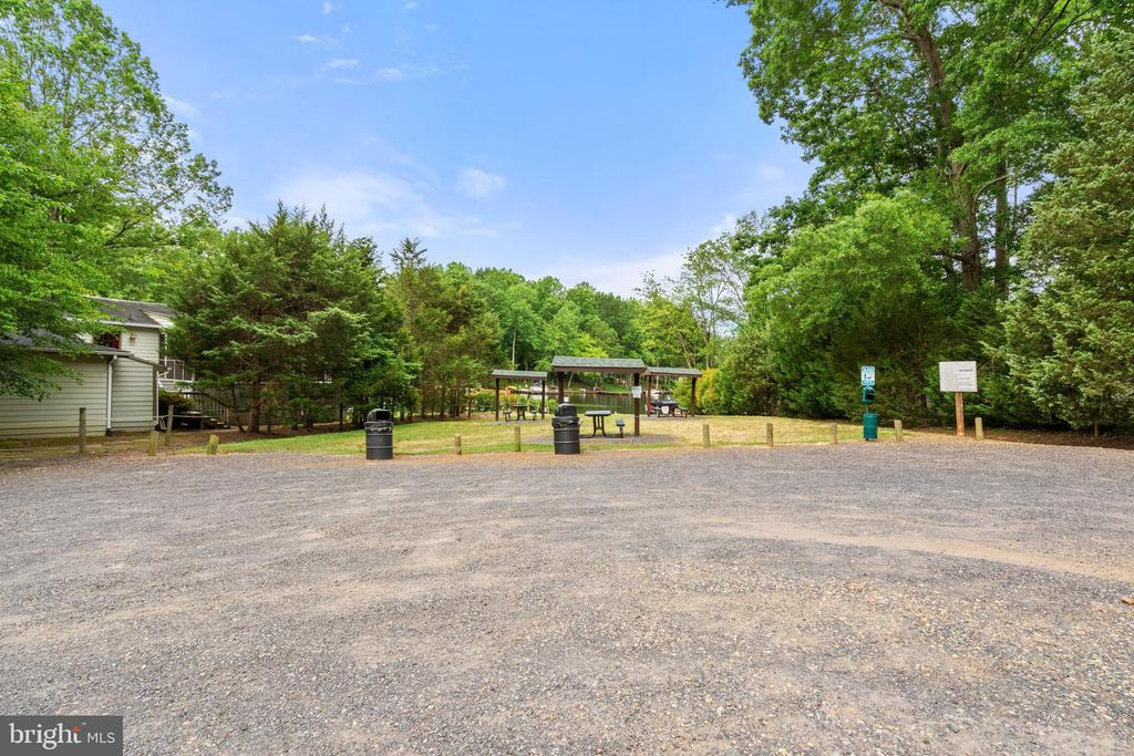 Picnic Area walk from house - 535 MT PLEASANT DR, LOCUST GROVE
